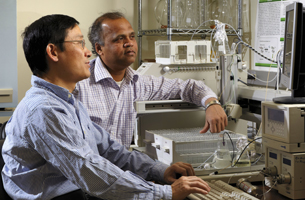 Photo of Dr. Ren-He Xu and Uday Khire
