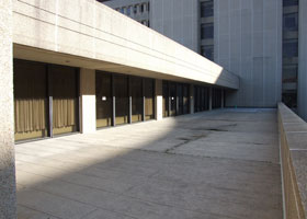 Photo of the second-floor balcony outside the Calhoun Cardiology Center